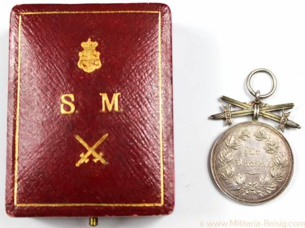 Silberne Verdienstmedaille 2. Modell mit Schwertern im Etui 1909-1918