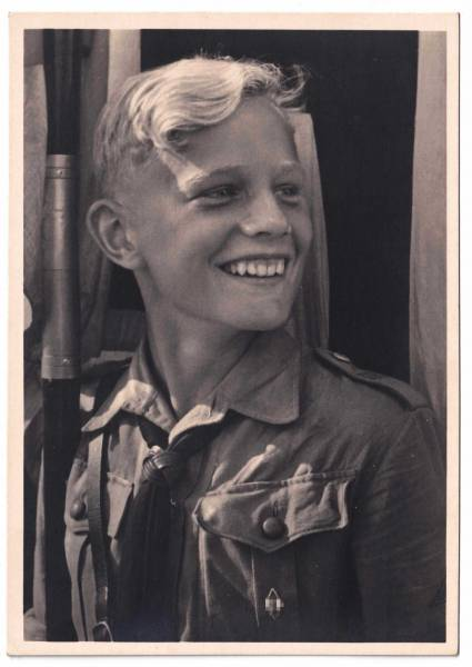 "Postkarte ""Glückliche Jugend - Der Fahnenträger"", Hitlerjugend"