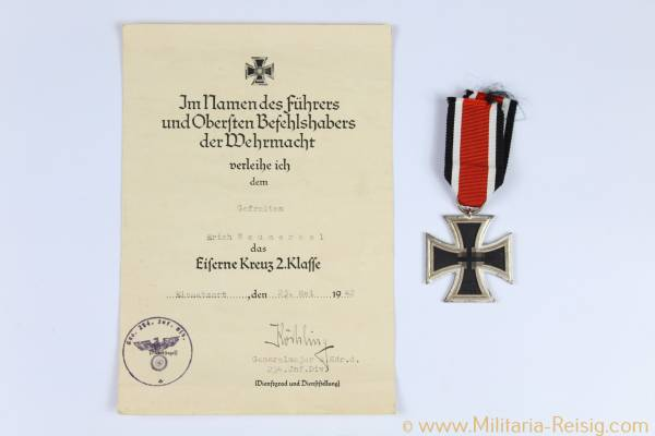 Eisernes Kreuz 2. Klasse 1939, Herst. 13 - Gustav Brehmer, Markneukirchen, mit Verleihungsurkunde
