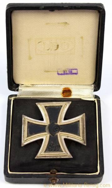 Eisernes Kreuz 1. Klasse 1939 an Schraubscheibe im Etui, Herst. L/18 (B.H. Mayer, Pforzheim)