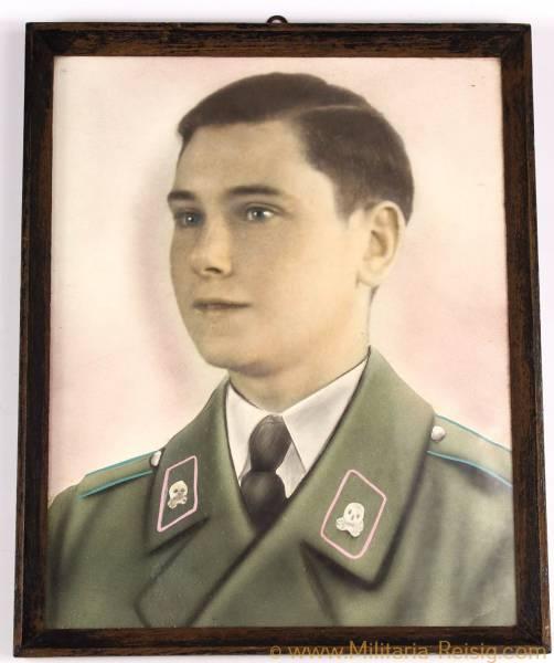 Gerahmtes Portrait eines Wehrmachtssoldaten, Panzer