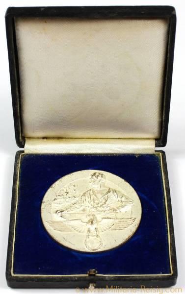 Medaille der Industrie- und Handelskammer Reichenberg für langjährige treue Mitarbeit in Silber