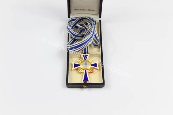 Mutterkreuz in Gold, im Etui, Herst. Ziemer & Söhne