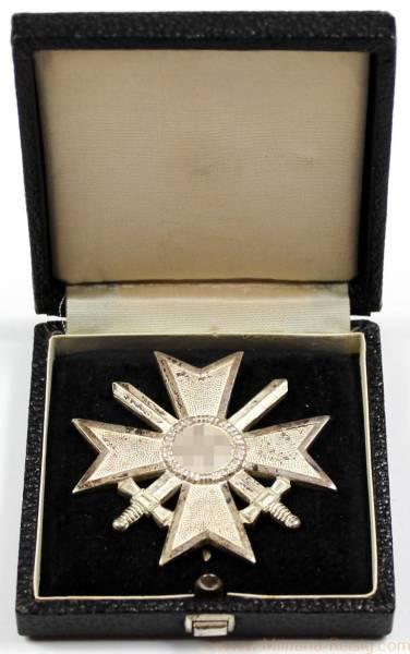 Kriegsverdienstkreuz mit Schwertern 1.Klasse, Herst. 62 (Kerbach & Oesterhelt, Dresden)